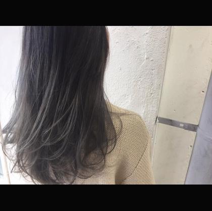 カラー セミロング Real salon work✂︎ [ハイライト&マットグレージュグラデーション]  ハイライトをたっぷり入れて、カラー塗布をグラデーション状に。 黄味も赤みも消したグレージュColor☝︎ . . #NAKAIstyle #ブリーチ#ハイライト#ハイトーンカラー#グラデーションカラー#大人ハイライト#大人カラー#ラベンダーアッシュ#ロングヘア#外国人風カラー#デザインカラー#前髪#流し前髪#ハイカジュアル#お客様カラー