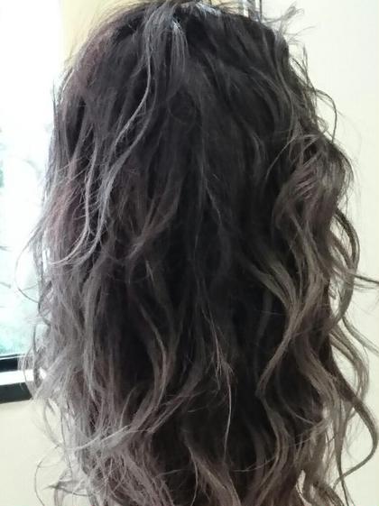 グレージュ!!ブルーアッシュ の毛先グラデーションで立体的に綺麗に見えます!! FLAiR所属・上原悟のスタイル