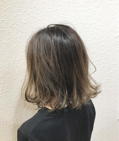 バレイヤージュ✨ グラデーション✨  線がつかない自然なグラデーションはお任せ下さい  実際にご来店いただいているお客様の写真になります takumi.店長・美容師歴12年の