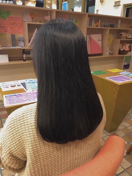 プラスメニューの炭酸ケアもして頂いて 地肌からさっぱり!髪の毛もツヤツヤです😊✨✨ 藤崎芹のロングのヘアスタイル