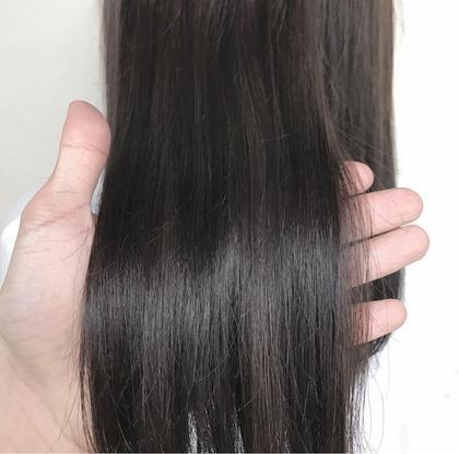カラー ロング ☑️暗染めカラー×イルミナカラー   ✅イルミナカラーとは、「WELLA」が開発した革命的なヘアカラーです。今、話題沸騰中のこのカラーは、日本人特有の硬い髪もやわらかな印象に。キューティクルのダメージを最小限におさえ、光が反射するツヤのある美しいヘアカラーが実現できます。今まで、透明感を出すにはブリーチをするしかなかったのですが、イルミナカラーは日本人特有の赤みを飛ばして外人のような透け感を出してくれる画期的なカラー!このカラーだけで外国人風の透明感を出すことに成功しました。つまり、【透明感】【ツヤ】【柔らかさ】が同時に手に入るヘアカラーなのです。