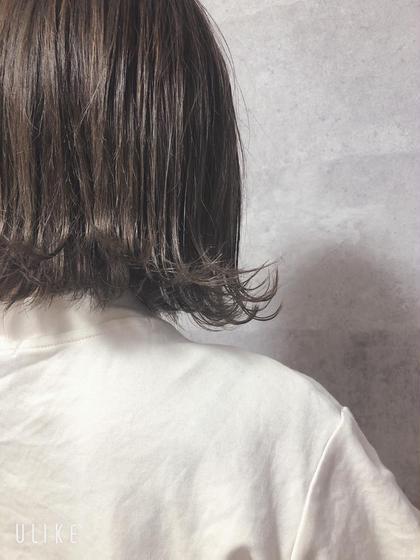 グレー系で落ち着きのある色!透明感がある!✨ 外ハネで可愛く演出👌 FACE。伊勢原所属・伊藤嘉昭のスタイル