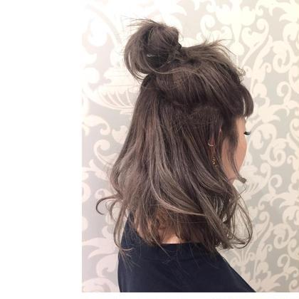 gray ash  ブリーチ2回✌︎✌︎必要です!  細かめのハイライトが たっっぷりはいってます!!  根元は暗めのグラデーションなので 伸びてきても気にならない  アップにアレンジしても 可愛い外人風やわらかいカラーです! neolive&所属・FujitaMiraiのスタイル