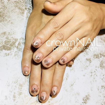 ネイル 本日のお客様ネイル☺︎︎ グラデーションにスワロフスキー♡ キラッキラ✨プルンプルンネイル(ˊᵕˋ)  自爪が短くても、可愛いキレイめネイルの完成です(Ü)