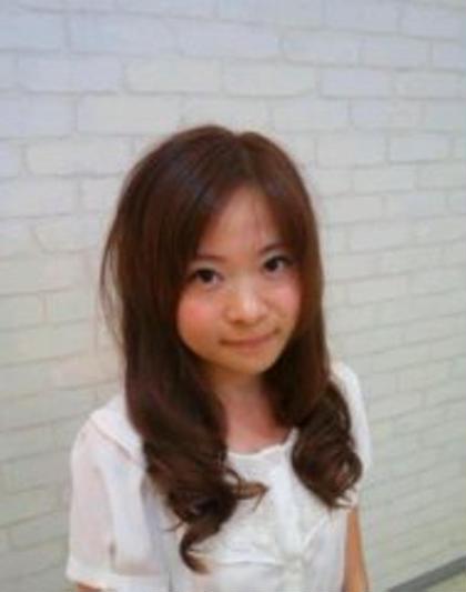 可愛いピンク系でカラーストレートよりも少し毛先をカールさせて、ふんわり感をだすと、よりGOOD✨ COCO+α所属・桑田清香のスタイル
