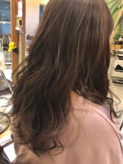 暗めグレージュ♪ 退色しきってオレンジになってしまった髪色。 赤味をなるべく抑えてくすみカラーでやわらかい印象に♪ 松本真実のメンズヘアスタイル・髪型