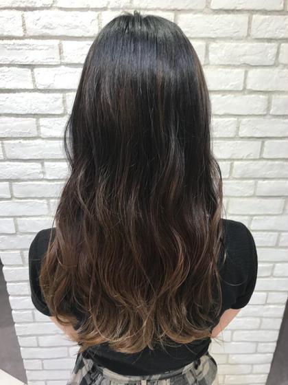 ナチュラルグラデーションカラー! 毛先はブリーチで抜いて色を被せます