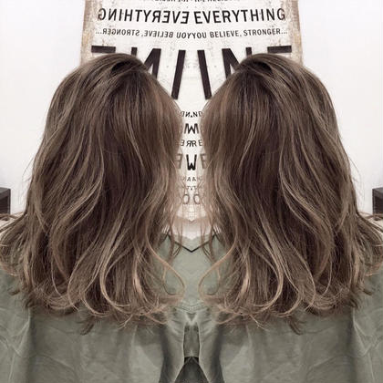 アディクシーカラー+根元暗めのグラデーションカラー+ハイライト 阪田育誠のセミロングのヘアスタイル