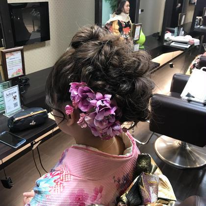 成人式のヘアアレンジ 全体的にボリュームを出した盛り髪スタイルです! swordliefhair&spa所属・飯田智也のスタイル