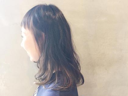 おん眉の前髪に全体マット系カラーで ハチ下にブリーチでハイライトを入れて 伸ばし途中で変化がほしい方おすすめです! Hair Musee所属・服部亜由美のスタイル