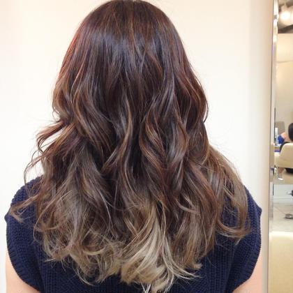 寒色系グラデーションカラー 巻き髪と相性ばっちり M.SLASH  HONMOKU所属・轟こはくのスタイル