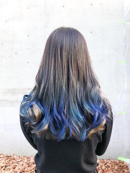 その他 カラー ヘアアレンジ ロング 毛先ブリーチ後インナーはアッシュベージュ、表面はブルーに染めた個性的なグラデーションのデザインカラーです😊