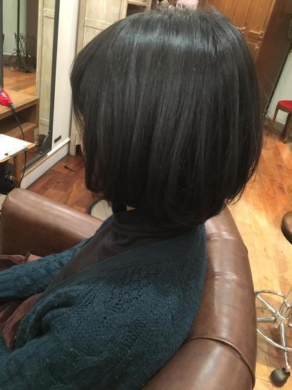 前上がりでカットしトップにレイヤーをいれ 中間にスライドカットをいれて ふんわりしたシルエットで動きのある フェミニンボブ! aile Organic Hair Salon西大寺店所属・出永奨のスタイル