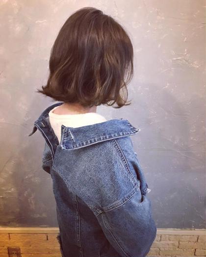 LOVERIA天神のミディアムのヘアスタイル
