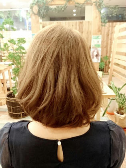 アッシュグレージュ&パーマ風ふんわりボブスタイル Hair garden Rold所属・井上野乃花のスタイル