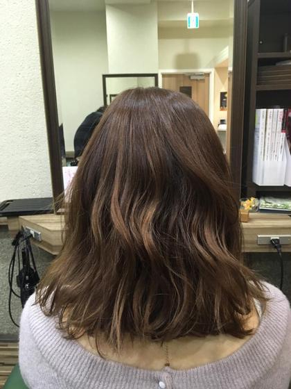 ピンクアッシュブラウンです♡  コテでゆるぅーいウェーブ巻で仕上げました(^^)/ Hair Salon Be-one所属・忍田理沙のスタイル