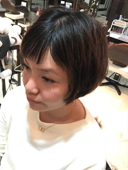 ショートボブ☆ さらに前髪を作り、斜めバングに!