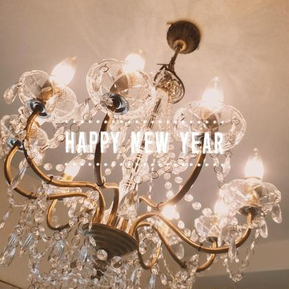"""明けましておめでとうございます☀️ 昨年はviviに足を運んでくださったお客様、私達に関わって下さった皆様には大変大変お世話になりました😌✴️ そして2020年の幕開けとなりました🎌 この一年も皆様に楽しく通っていただけるよう、最高のおもてなしで""""美""""をお届けしたいと思っております💆💕 : : 昨年末には、無事2周年を迎えたくさんのお客様、関係者の方々にお祝いや嬉しいお言葉をいただき本当にありがとうございました😊 まだまだ未熟者のではございますが、この2年間、走り続けてこれたのも私達を可愛いがって下さるお客様、支えて下さる仲間や家族、友達のおかげです‼️😭 今年も1年、私達は突っ走っていきますので、どうぞ宜しくお願い致します😌✨🎍 : : : #グランデュア緑井 #安佐南区エステ #安佐南区オイルリンパ #安佐北区オイルリンパ #SHR #フォトフェイシャル #ローランド #ニキビ肌  #シミ #シワ #たるみ #浮腫み  #小顔 #脱毛エステティックサロンvivi  #広島 #安佐南区脱毛 #安佐北区脱毛  #フェイシャル #緑井エステ #お顔脱毛 #VIO脱毛 #全身脱毛 #無料体験実施中 #お客様のメッセージ #乾燥肌 #広島  #痩身エステ  #ダイエット  #抑毛保湿ローション #スムーススキンローション"""