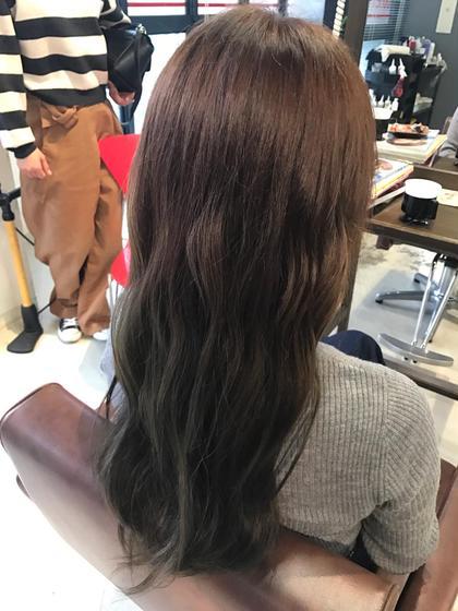 イルミナカラー! 毛先はマット寄りのグレーに染めてて光に当たると明るくなります! hairdesignBEER渡辺通店所属・濱田凌のスタイル