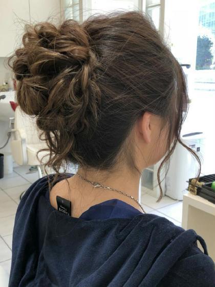 手グシで一束にまとめそこからねじねじふわふわと作ったスタイルです♪ 結婚式などにぴったりのアップスタイル(´ー`) Hair Lounge GAGA所属・GAGA耕太郎のスタイル