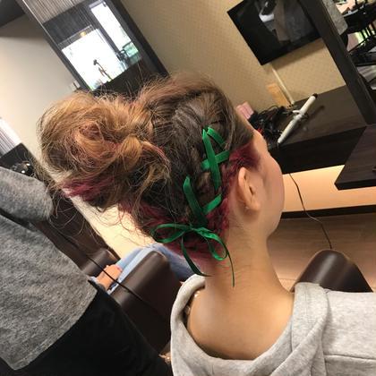 お団子のヘアアレンジです! 右側だけ編み込みをしてリボンを通して可愛く仕上げてます! swordliefhair&spa所属・飯田智也のスタイル