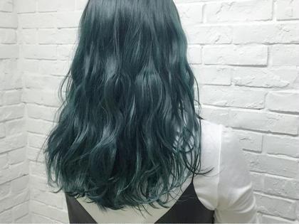 モスグリーン デザインカラーお任せ下さい♪ Hairsalon F所属・濱井志織のスタイル