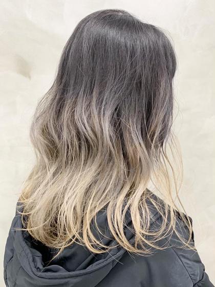 現状の髪の明るさにもよりますが、ブリーチ2回は必須です◎ #グレー#グラデーション#ブリーチ#ロング