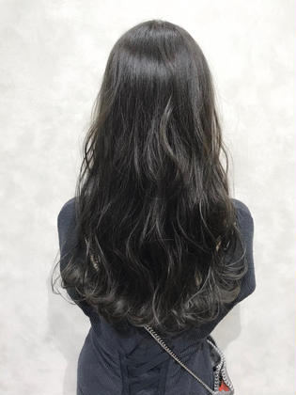 【ブルーアッシュカラー☺︎】  ブルー多めのダークトーンのアッシュ系カラー♪ ブリーチなしのカラーになります。  ✔︎ブリーチなしでアッシュ系カラーにしたい方 ✔︎髪の赤みを抑えたい方 ✔︎髪の明るさに制限のある方 ✔︎暗めでも透明感と透け感のある柔らかい髪色にしたい方  などにオススメです💁♂️   インスタグラムで、その他スタイル更新してます。 気に入ったスタイルは保存しておいてもらうと カウンセリングがスムーズです☆  instagram→@hayatoniwa