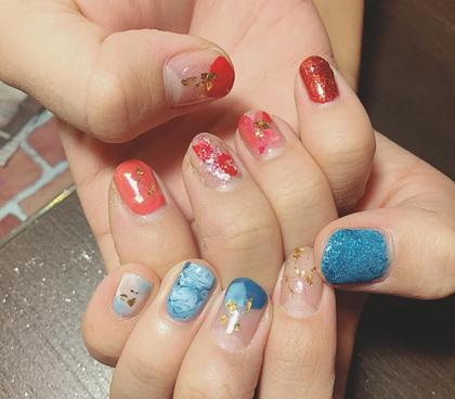 青と赤でそれぞれ色違いでもかわいい♡ ZEST八王子店所属・寒河江友花のスタイル