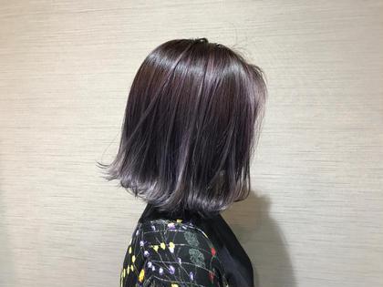 痛まないブリーチ ファイバープレックスケアブリーチカラー  ファイバープレックスとは従来のブリーチに比べ髪の酸化によるダメージを防ぎ、普通にブリーチする場合に比べて、枝毛や切れ毛を94%削減できる最新のケアカラーになっています。 カラーリスト マツイイッキのセミロングのヘアスタイル