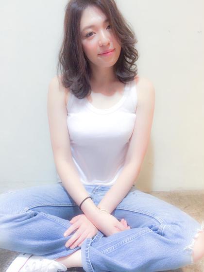 柔らかいおフェロなセミディスタイルです。 salon de MiLK harajuku所属・関本優輝のスタイル