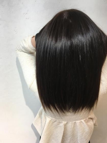 ヴァージン毛から緑系と少しの青系を入れてダークアッシュに。 イルミナカラーとnotブリーチでダメージレスなハイトーンカラーへ。 Lia by KENJE所属・金室和宏のスタイル