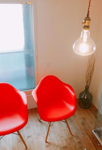 洋楽が流れる、ランプ灯りの空間。 姿美人.「肩こり・小顔専門」所属・美骨 ×筋膜リリースのスタイル