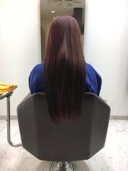 スーパーロングのモデルさんです。 カラーは毛先がもともとブリーチ毛でしたので綺麗にピンクがはいりました。 Hair&Make    Dolly所属・甲斐飛鳥のスタイル