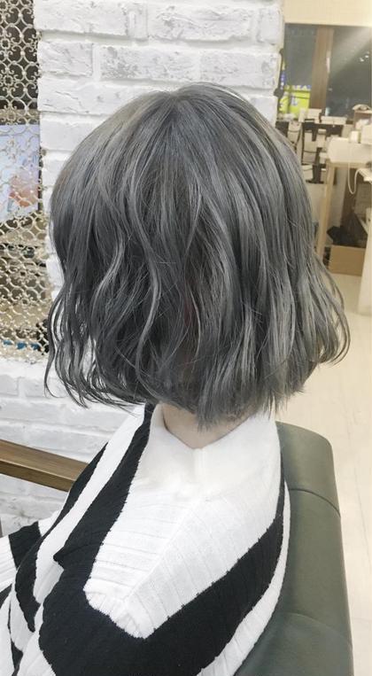 スモーキーアッシュ 平山正太のショートのヘアスタイル