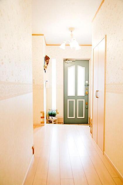 明るい玄関でお客様をお迎えいたします。 予約時間10分前から受付可能です。  Crescent所属・オールハンドエステCrescentのフォト