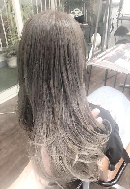 ダブルカラーでまず毛先をブリーチしてイルミナカラーでホワイトグレーで明るめのグラデーションカラーに仕上げました✨ トップスタイリストSegawaの