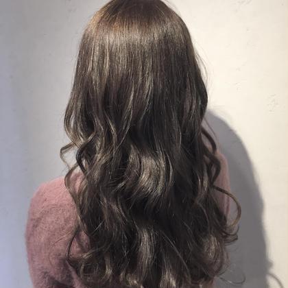 【透明感×フェミニン】グレイパール cecilhair副店長 わたるのセミロングのヘアスタイル