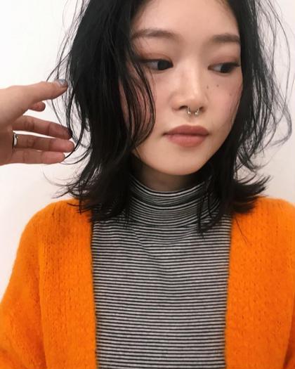 カラー . . 空気を纏うミディアムレイヤースタイル。 . ウェットでもなく、ドライでもなく程良い質感。 . . . . . .  #hair #hairstyle #hairstyles #hairarrange #haircolor #haircut