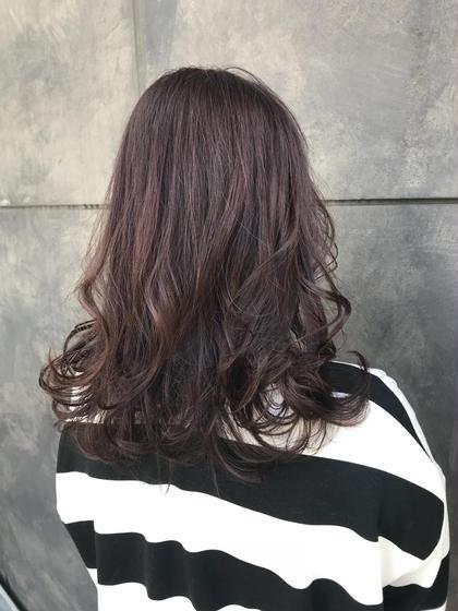 ピンクグレージュ オカモトサキのロングのヘアスタイル