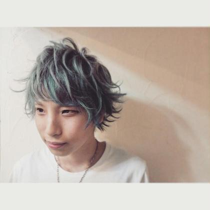 ブルーに四色のランダムメッシュカラー CLLN hair design 所属・kanata〈店長〉 のスタイル