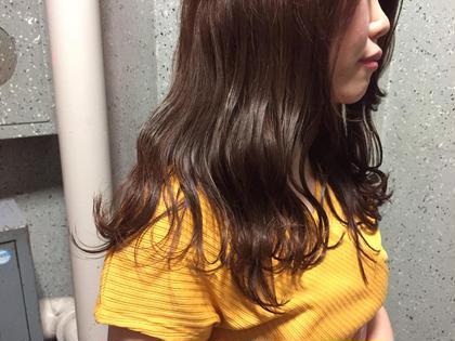 巻いた時動きが出るように少しだけレイヤーを。 外ハネ波ウェーブで仕上げたらかわいい! ほんのりバイオレットで大人っぽいツヤ感に。 hairsalonSOURCE所属・平野うるうのスタイル