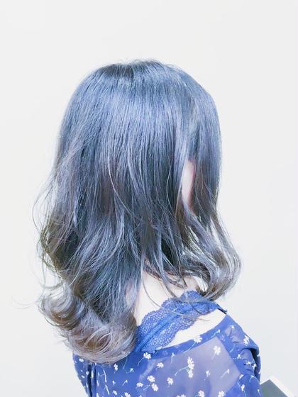 カラー ミディアム 不動の人気No.1 外国人風スタイル! ブルーとグリーンとモノトーンをMIX 透明感あふれるカラーです。