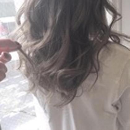 【髪のダメージ気になる方】カット、カラー、フローディアトリートメント