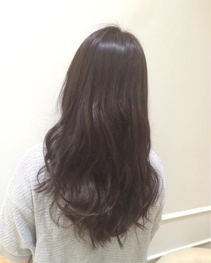 いま人気のブルージュカラーも暗めにすればカジュアル過ぎなくてかわいい仕上がりになります!とにかく髪の毛が綺麗にみえること間違いなしです! Neolive   GINZA所属・大矢友美のスタイル