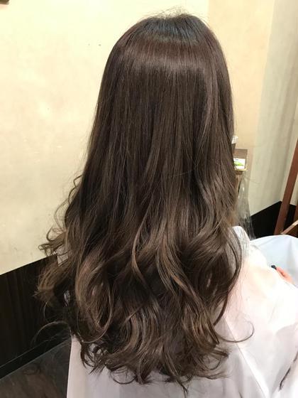 その他 カラー セミロング ミディアム ロング 『外国人風こなれ暗色〜ダークアッシュ〜』   秋冬になると、夏の紫外線で傷んだ髪を落ち着かせたり、ファッションに合わせる意味でも、暗めのヘアカラーが人気になります♪  そこでオススメが透明感と艶感が引き立つ、暗めなのに、黒髮ではないヘアカラー、ダークアッシュです(^o^)  ブルーアッシュとバイオレットで染める事で色落ちも綺麗な外国人風ヘアカラーになります☆  秋冬ヘアをお考えの方ご予約お待ちしております(^o^)  ※画像は加工無しです(笑)
