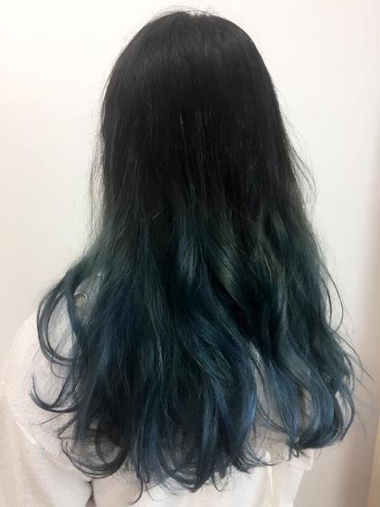 これからの夏にビビットカラーもいいですね! 杉戸愛のセミロングのヘアスタイル