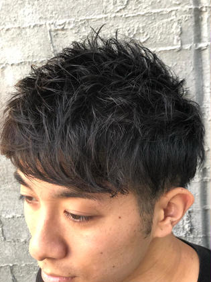 前髪重めの束感ショートスタイル✨  サイドの浮きもカットで出来る限り抑えています!!