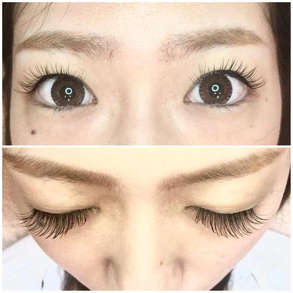 人気のフラットマットラッシュです*̣̩⋆̩*  マツエク付けるにあたって大事なのは、 目を開けたときにエクステが目にかかってないか、です。 アジア人は全体の約7割ぐらいが下がりまつ毛です。  自分のまつ毛を鏡で見てみてください(˙꒳˙  ) まつ毛は上がってますか?下がってますか?  目をパッチリ見せたいのにマツエクが視界の中に入ってしまうと目が小さく見えるので逆効果になってしまいます。  カールを選ぶ際、自分のまつ毛の生え癖を把握しておくとキレイに仕上がります(^^) 分からない時はアイリストさんに見てもらいましょう♪*゚  フラットマットラッシュはリフトアップ効果あります◎ 軽いので装着した時に、自まつげごと上に立ち上がらせることができますよ👍   ぜひお試し下さいね♥️   Design:キュート  ▪️本数 : 150本 ▫️カール : Cカール ▪️長さ: 13~11mm ▫️太さ :  0.15mm HamadaMihoの
