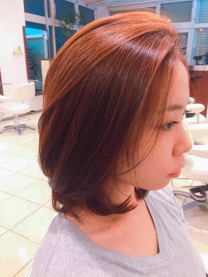 カットは結わけるぐらいの長さで、トップは毛が流れるようにしてます!  カラーは髪を分ける時にどちらに流しても見えるように、 顔まわりにハイライトを入れて、 ベースはバイオレットとベージュにしてます✌︎ BONAMI 西日暮里所属・川﨑京子のスタイル